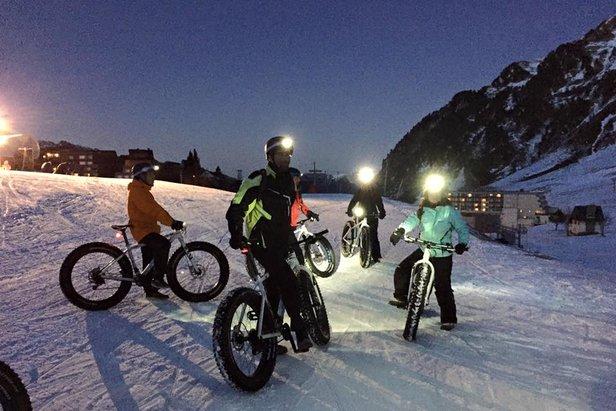 En selle sur votre 2 roues... Partez à la découverte des pistes de ski du Grand Tourmalet, la nuit, lors d'une randonnée en famille ou entre amis !