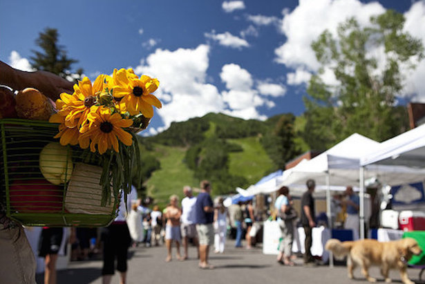 The Aspen Saturday Market is a popular summer activity.  - © Jeremy Swanson