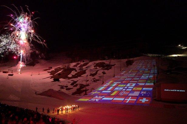 Co środę wieczór w St. Anton na zboczach Gampena odbywa się mutimedialny Ski Show.