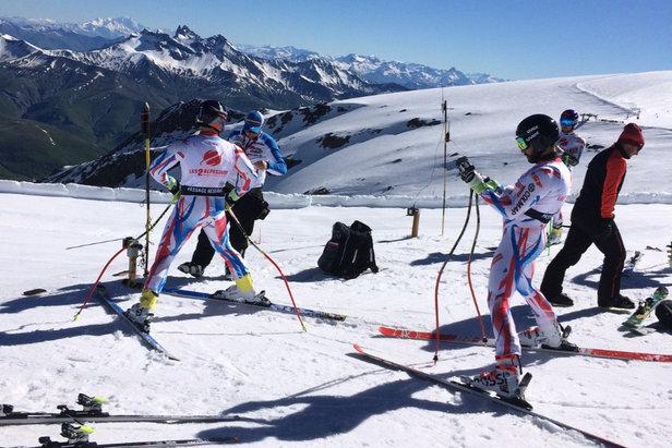 Après les conditions estivales de ces 10 derniers jours, c'est le retour de conditions hivernales sur le glacier des 2 Alpes