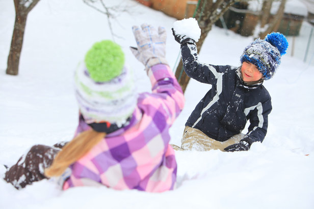 Plaisirs simples des jeux de neige à Métabief
