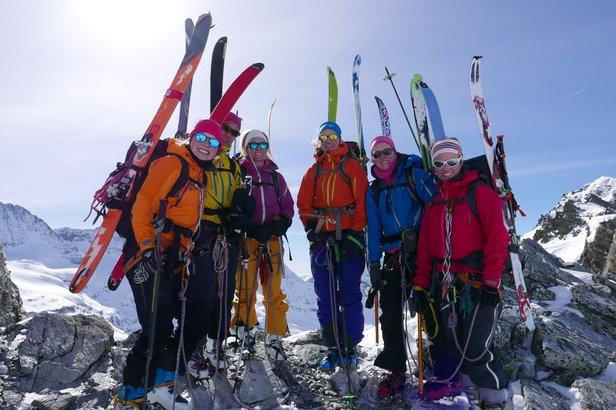 Vi gikk opp et pass med skiene på sekken den siste dagen. Nydelig utsikt da vi kom på toppen.  - © Mattias Erlandson