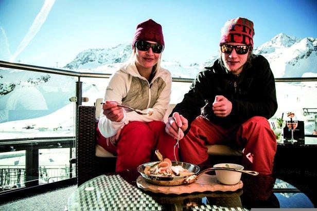 Když se nedá odolat - k dobré lyžovačce patří i dobré jídlo- ©Stubaier Gletscher/C.Schöch