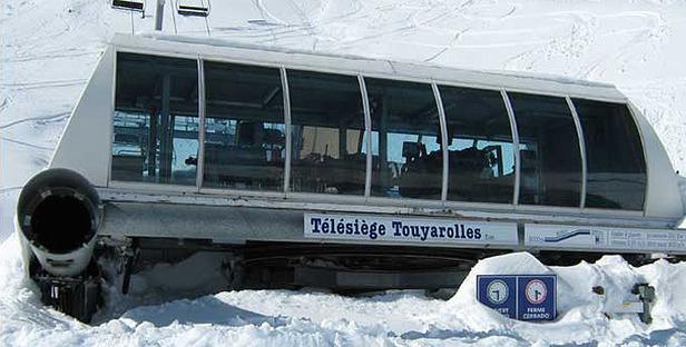 Die Skilifte müssen ausgegraben werden