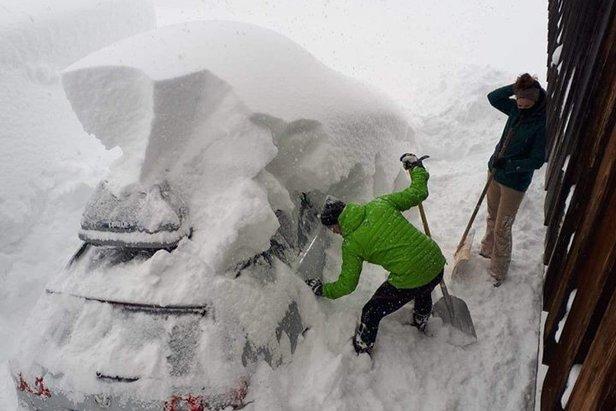 Snowmagedon w Alpach: 3 metry śniegu spadło w tydzień [galeria]Facebook / Thomas Leitner aus Mühlbach am Hochkönig