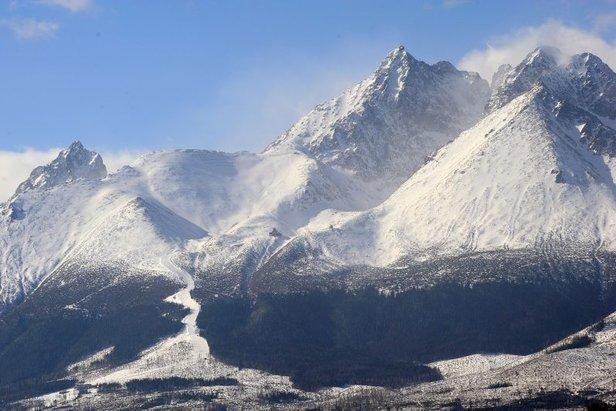 Celkový pohľad na svahy Tatranskej Lomnice