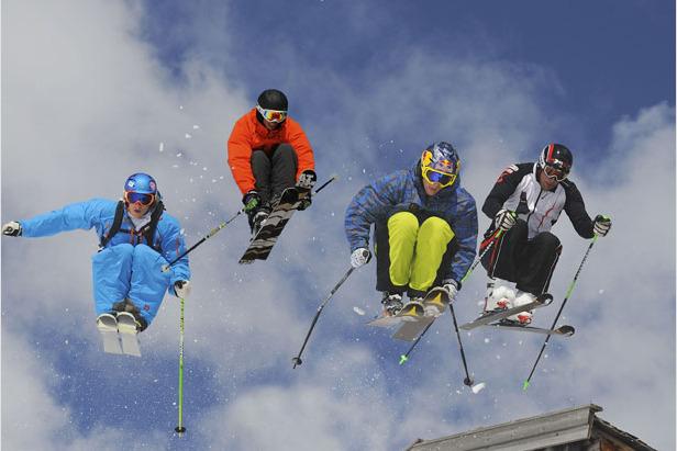 Red Bull Hüttenrallye: Über den Dächern von St. Anton fliegen die Ski ©Red Bull