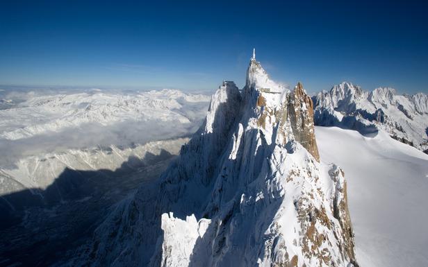 Vue aérienne du sommet de l'Aiguille du Midi