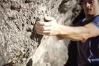 Rok Roskar ist wieder unterwegs! In der zweiten Folge beweist er, dass man Bouldern mit Biking und Schwimmen hervorragend verknüpfen kann... - ©Youtube.com