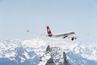 Ski airlines: Avoid the fees when flying with skis - © SWISS