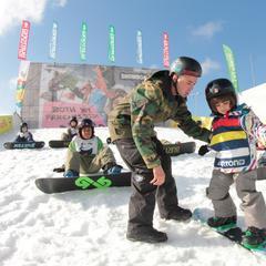 Modena Skipass: Snowboard 4 Kids - ©Burton