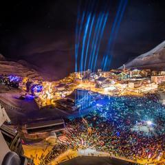 Nyttårsaften på Europas høyeste dansegulv i Tignes. - © andyparent.com
