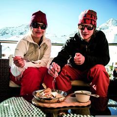 Keď sa nedá odolať - k dobrej lyžovačke patrí aj dobré jedlo - ©Stubaier Gletscher/C.Schöch