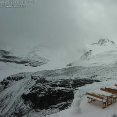 The countdown is on! The first snow has arrived in the Alps - ©Saas-Fee