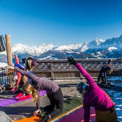 Découverte du yoga dans le cadre du white week-end de Saint Gervais - © STBMA
