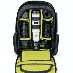 The best photo gear for budding ski & snowboard photographers: DAKINE Sequence 33L Photo Pack - ©DAKINE
