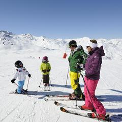 Le plaisir de skier avec ses enfants... - © OT Val Thorens-P.Lebeau