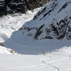 Carving through powder on Chamonix's  Vallée Blanche - © SCOTT